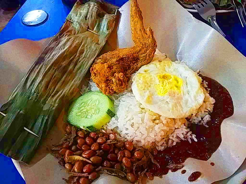 You typical dining affair here at Boon Lay power Nasi Lemak