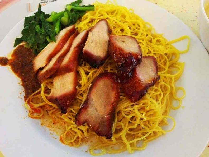 Zhong Yu Yuan Wei Tiong Bahru Wanton Noodle, chicken noodle and dumpling soup are their specialties