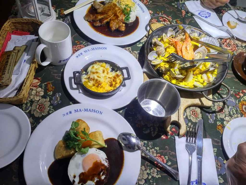 Dining at Mai Maison is tad a very European-like dining affair. Lets check them out today with a dine-in