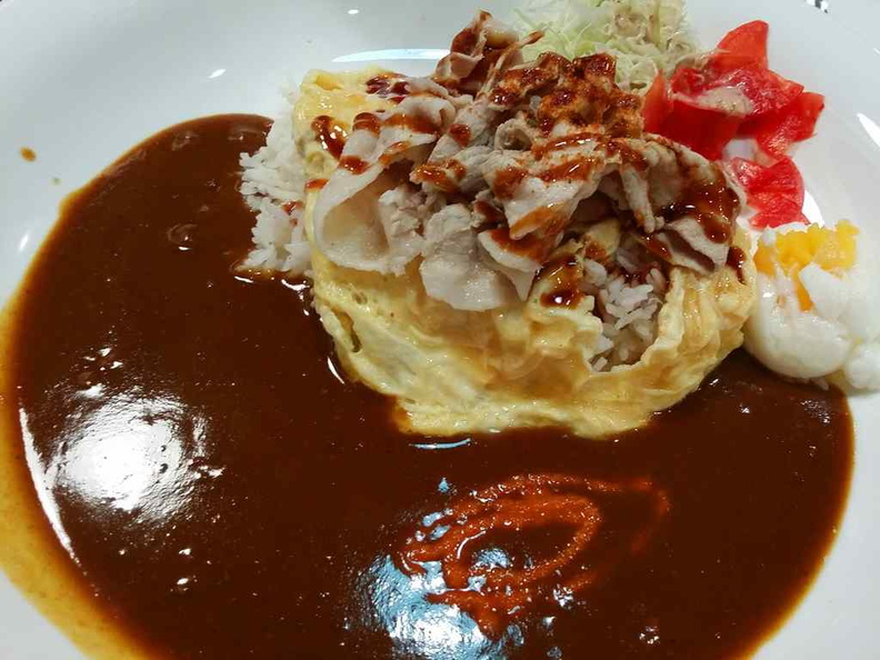 Omelette with stewed shredded beef