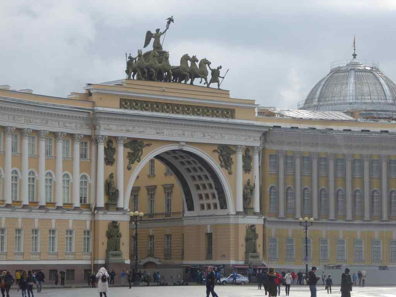 The arch of the general staff building at the Palace Square