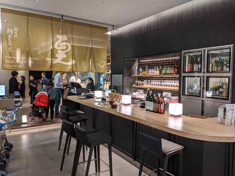 Interior bar area of Jw360 jewel