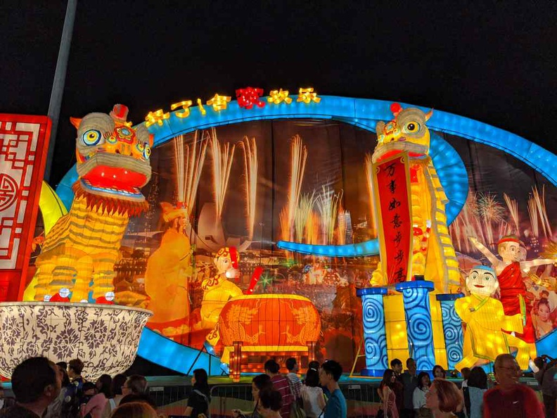 Large lit lantern displays are a mainstay of every river hongbao