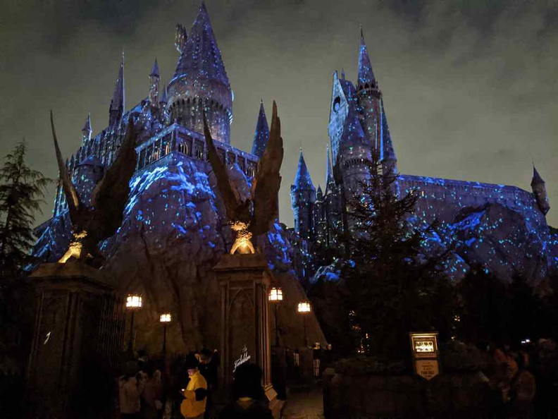 Hogwarts castle façade turns into a starry light show