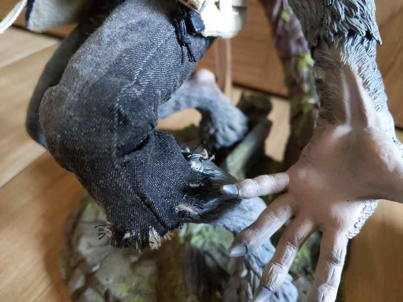 Details on the coomodel werewolf clothing and painting is of really good quality.