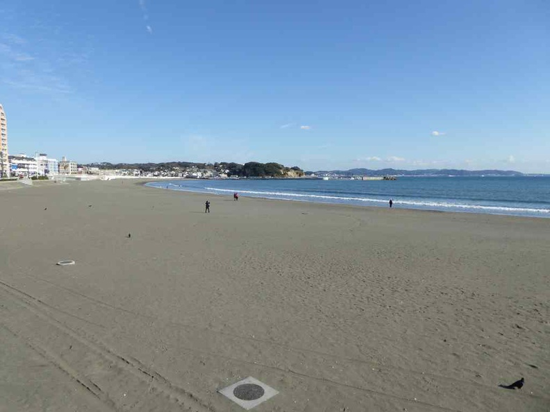 Sandy beaches leading up to Enoshima. There is of course no beach goers here in the chilly winter