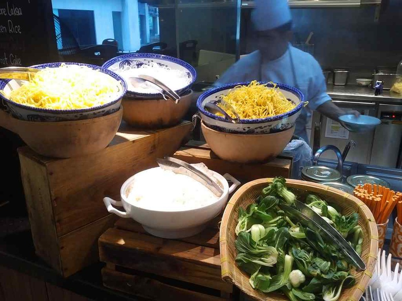 J65 Buffet JEN Hotel chef noodles