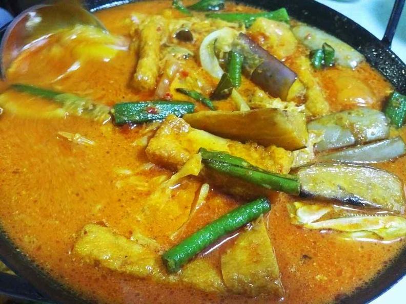 Kampong at BM Fish head curry
