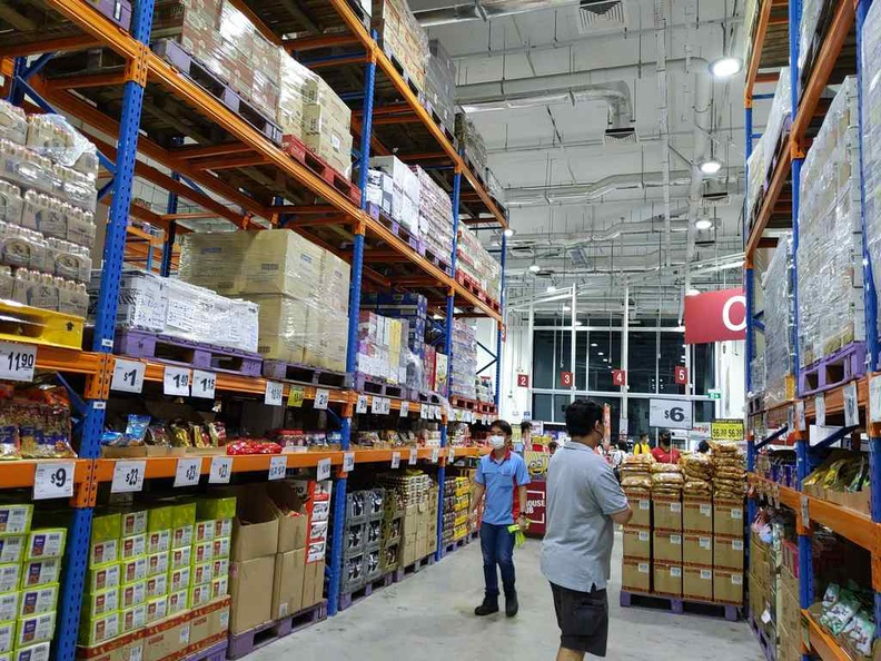 In the NTUC Warehouse club at Joo Koon, is this a supermarket or warehouse