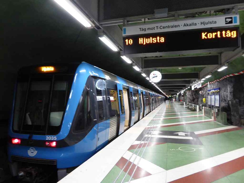 The green and red colour theme carries onto the train platforms, in stark contrast to the blue line trains