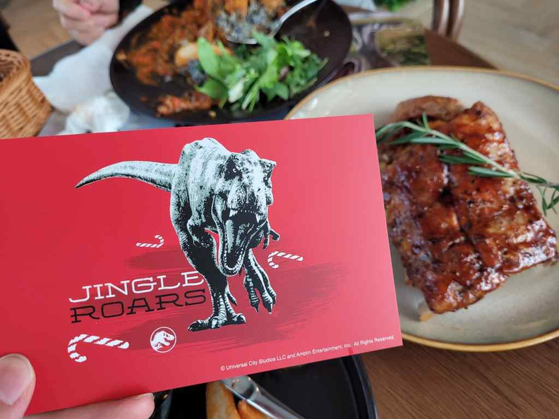 You get limited Christmas themed post cards with comes with select dishes like the Roast and Curry rice