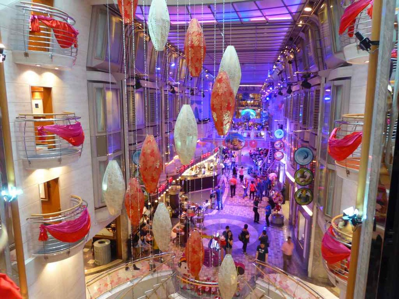 Another view from the other end of the Royal Caribbean Mariner of the Seas atrium