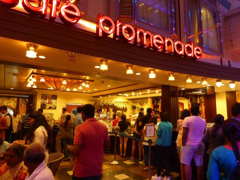 Cafe promenade, the place to hang out at 24 hours a day