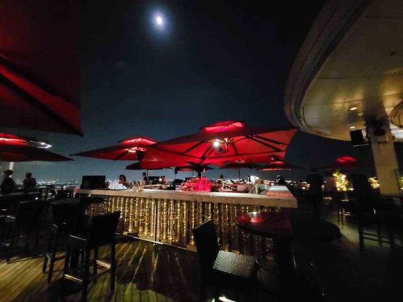 Ce va li outdoor bar overlooking the Skypark