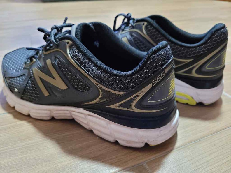 Lets check out the budget-ty New Balance NB565 running show which you could not actually buy in-stores
