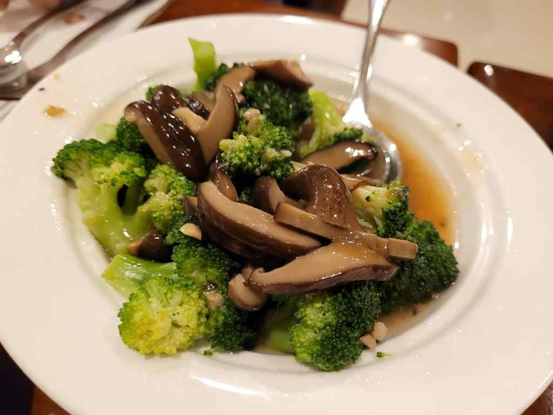 Sun Cafe Peranakan Buffet Broccoli with Mushroom and French Beans with sliver fish