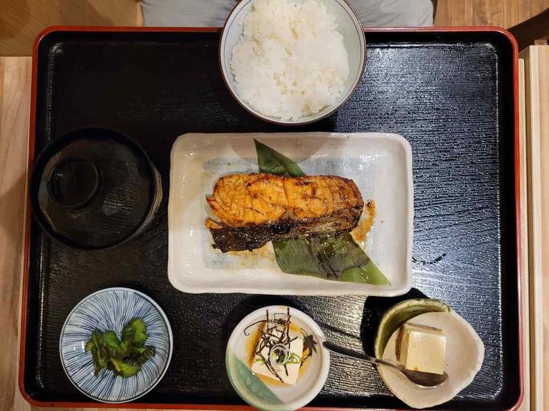 Nanbantei yakitori Salmon don set