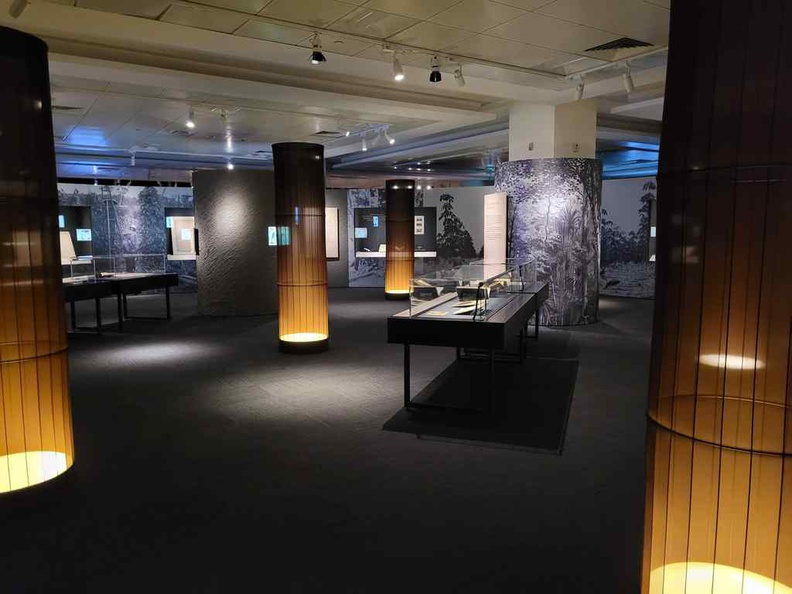 General exhibits in the main central gallery