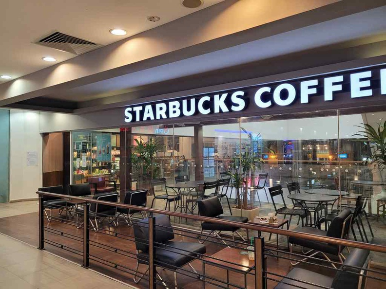 You find some big name franchises here, such as a Starbucks and coffee bean shops