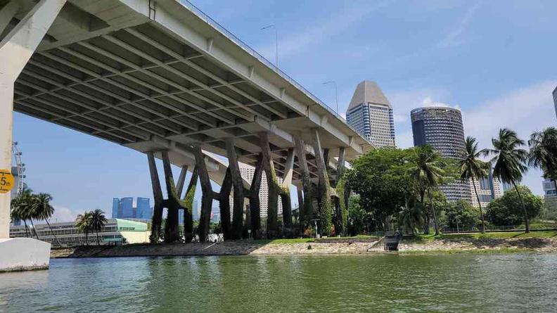 On the water under the Sheares bridge towards the Marina bay