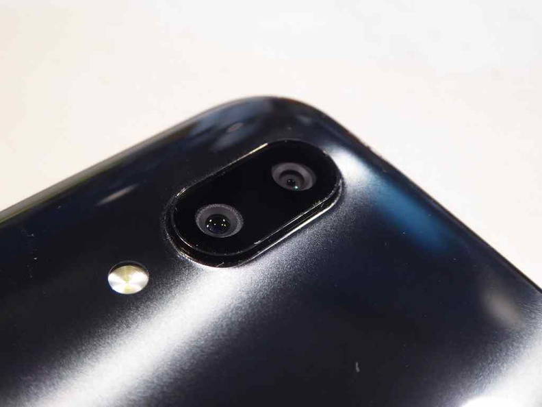 The X21 rear dual cameras