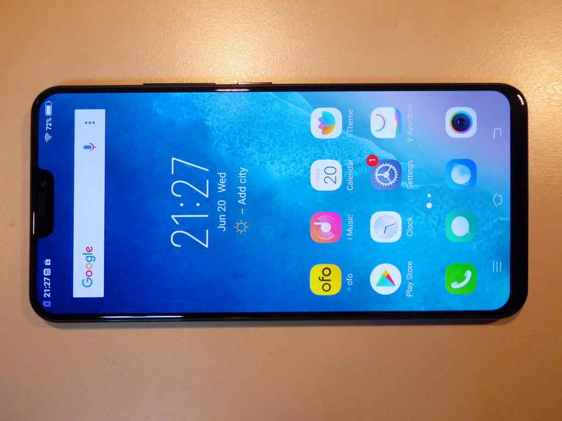 The near bezel-less form factor with the 2:1 aspect ratio