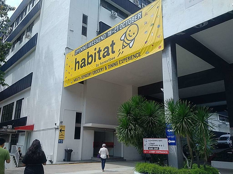 Welcome to the HonestBee habitat