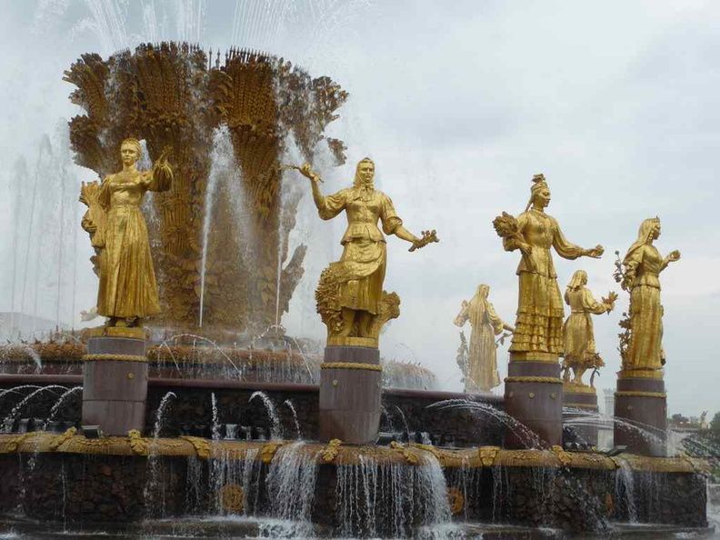 Friendship of Nations fountain at the center of the VDNKh