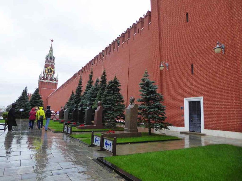 The route leading to Lenin's Mausoleum by the Kremlin walls