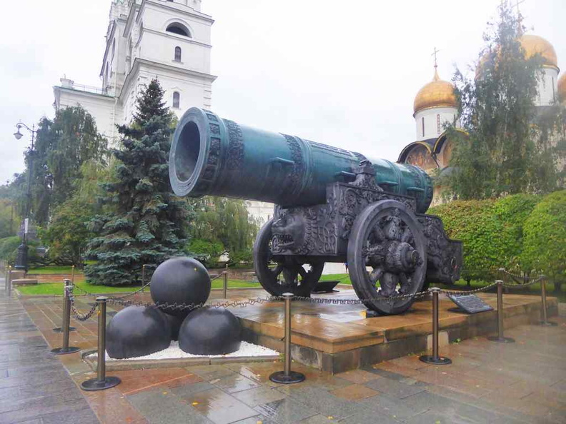 The humongous Tzar cannon it sits by the Ivanovskaya square