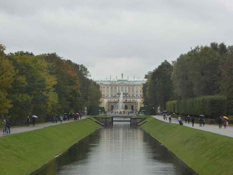 The Peterhof palace centered in the distance