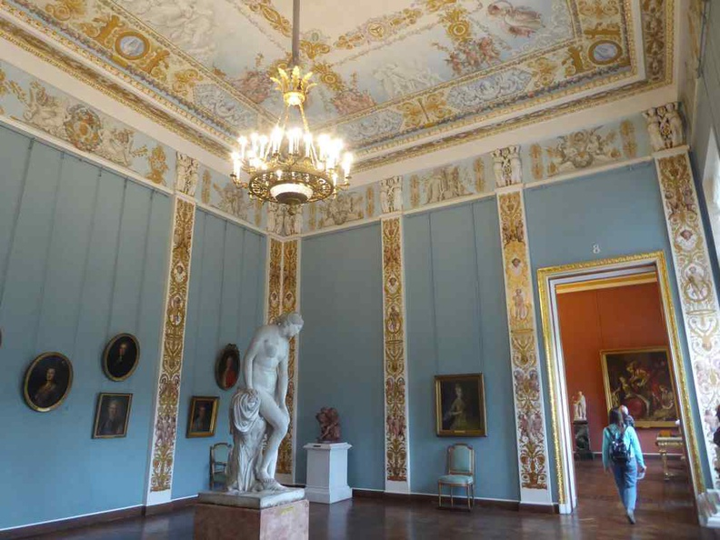 The Neoclassical architecture style of the internal galleries