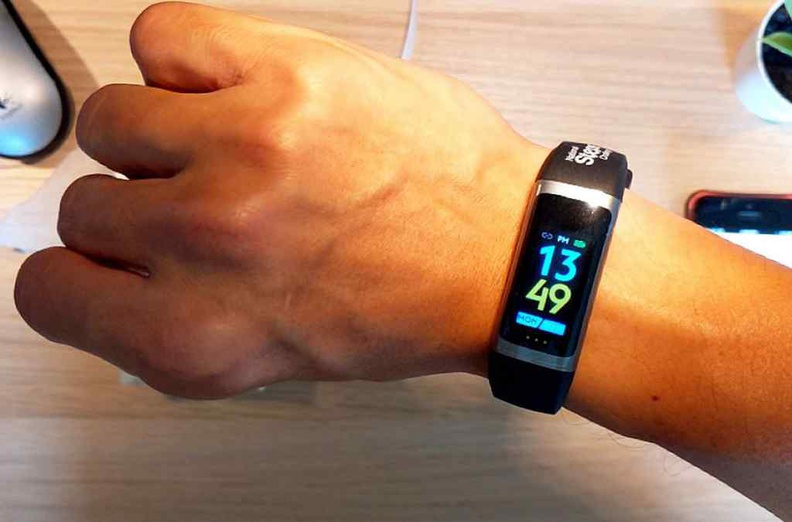 The step tracker automatically goes out of standby when you flick your wrist to view the time
