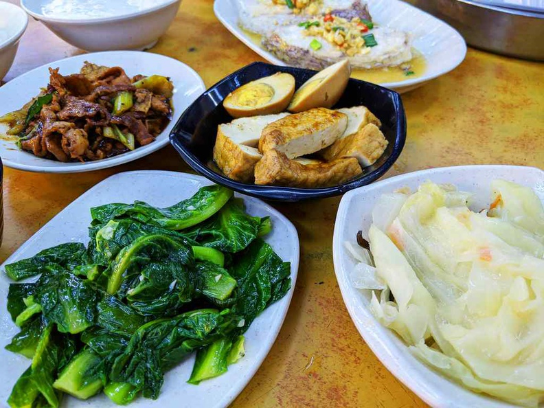 Heng Long Teochew Rice vegetables are really fresh and crunchy. Also do try their white cabbage, it is a Teochew staple