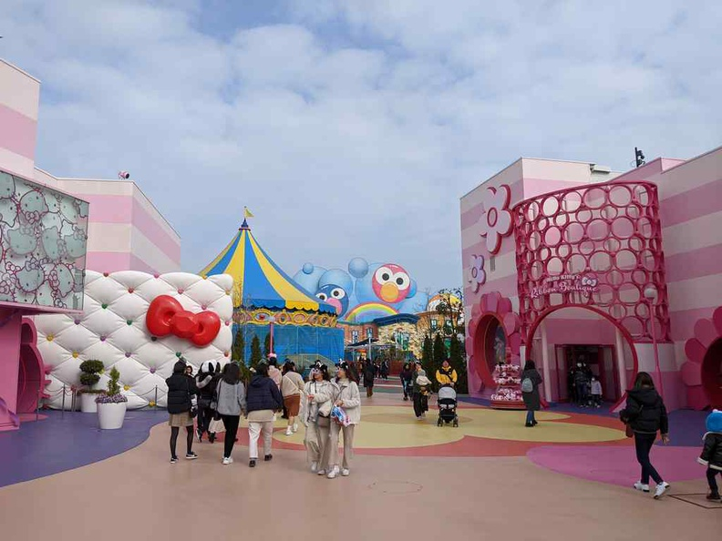 This park sector has a Sanrio Hello kitty vibe