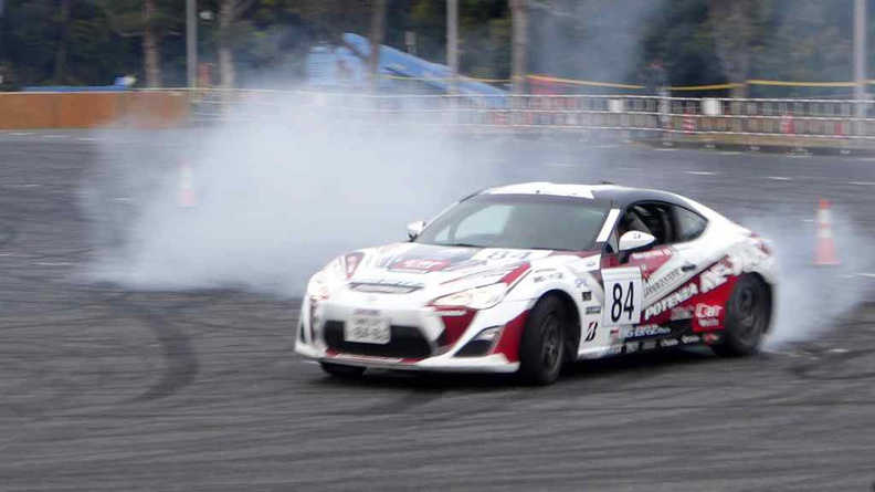 Watching rubber turning into smoke was never as satisfying to watch at Tokyo Auto Salon 2017